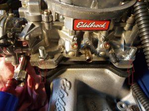 6. Enlever les 4 boulons du carburateur