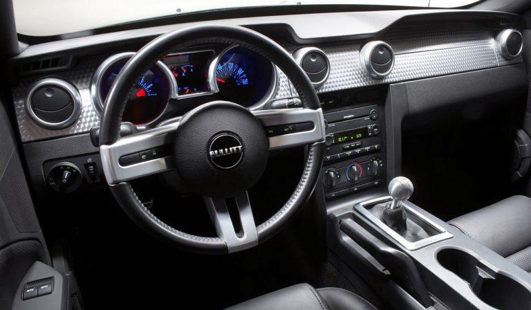 L'intérieur d'une Mustang Bullitt 2008. Crédits photo : Autotitre.com