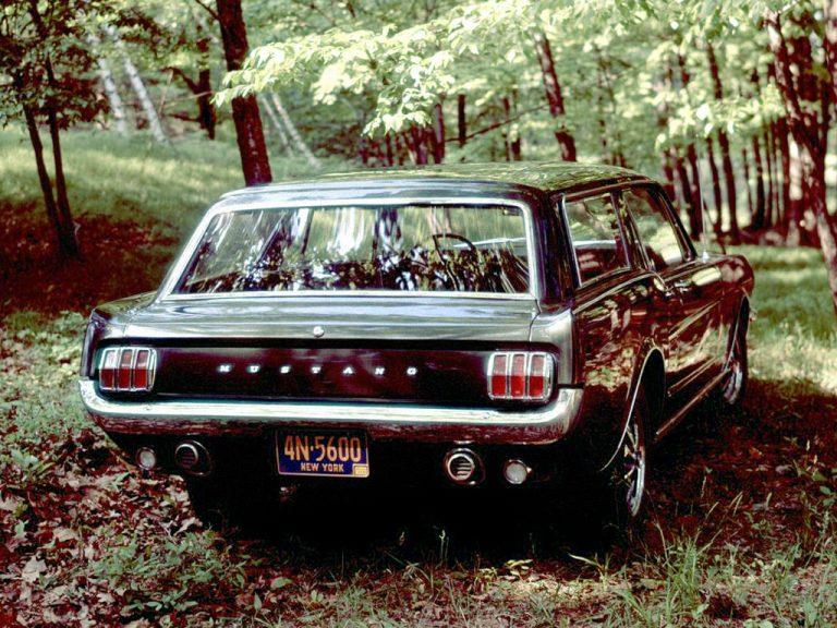 Une vue arrière de la Mustang Wagon