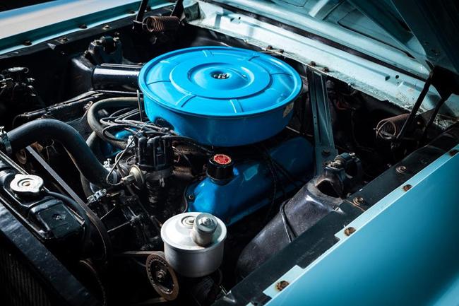 Le compartiment moteur est très bien entretenu. Photo : Casey Maxon,