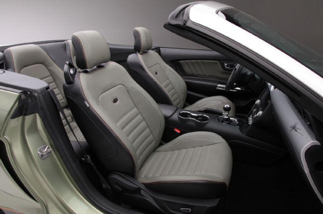 Des sièges cuirs sont intégrés à l'intérieur du véhicule