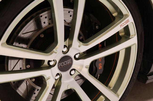 Les jantes Foose Wheels sont chaussées en pneus Pirelli